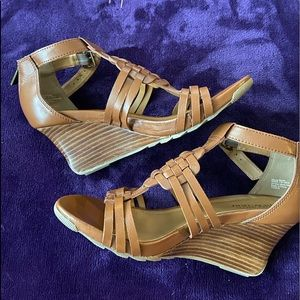 Kenneth Cole reaction brown wedge sandal.